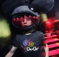 Deadmau5 обдолбался и вырубился прямо на сцене