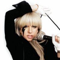 Lady Gaga промоутит альбом в соцсетях